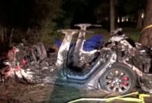 ويقول المحققون إنه لم يكن أي من الركاب خلف عجلة القيادة وقت وقوع الحادث، إذ كانت السيارة تسير بالقيادة الآلية