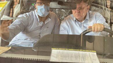 """وزير قطاع الأعمال العام يزور """"النصر للسيارات"""" ويتفقد 13 سيارة """"E70"""""""