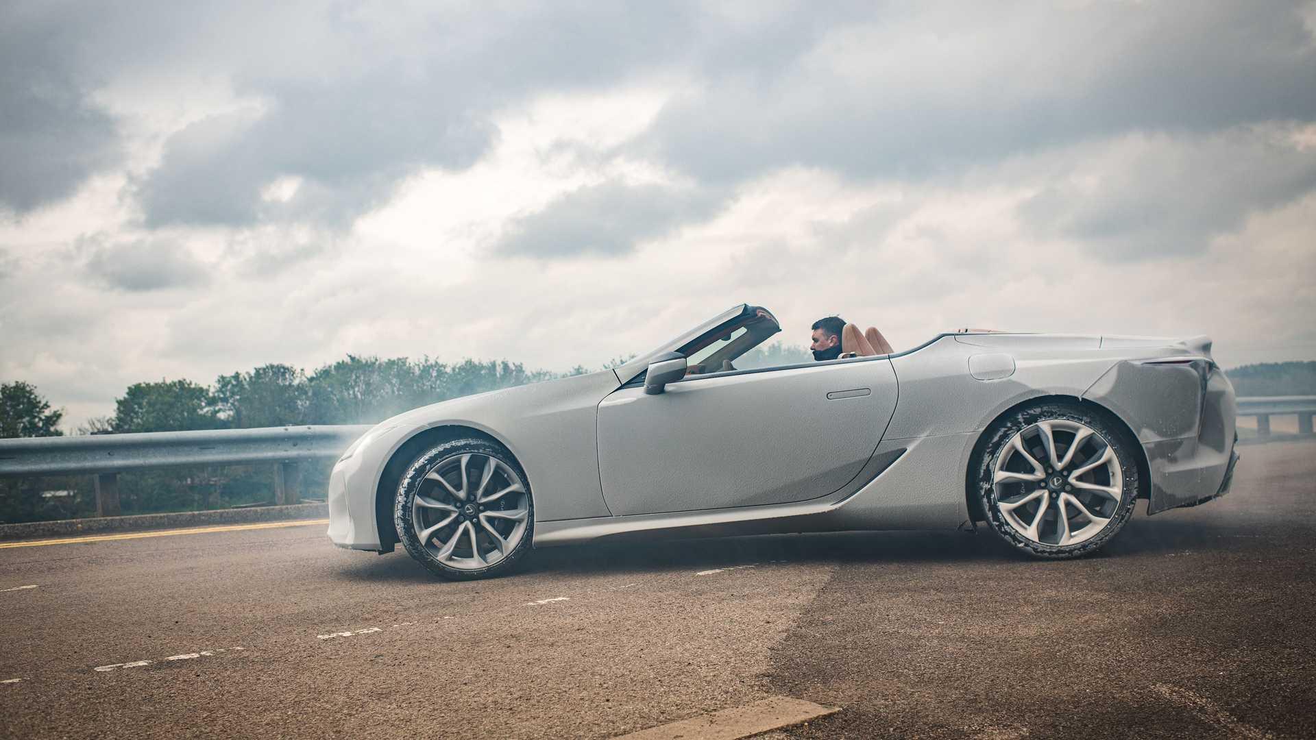 لكزس LC الكوبيه بلا شك واحدة من أروع السيارات في العالم