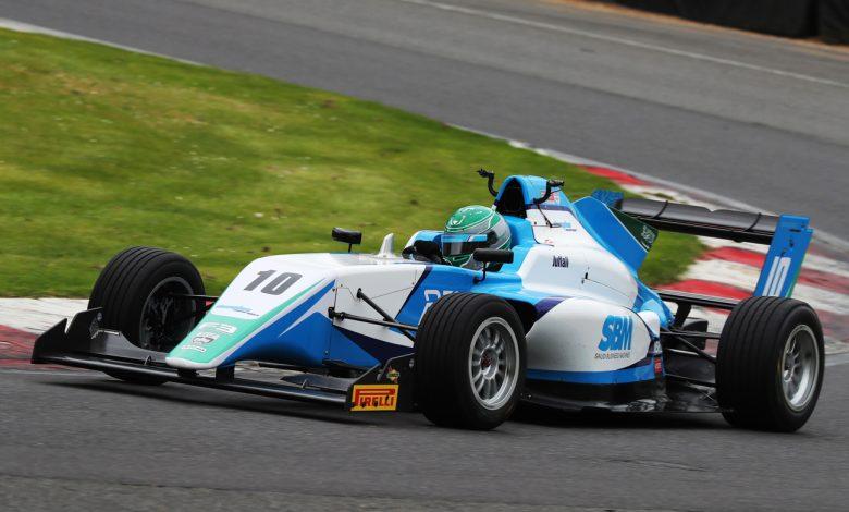 ريما الجفالي أول سائقة سباقات سعودية فى بطولة السيارات أحادية المقعد