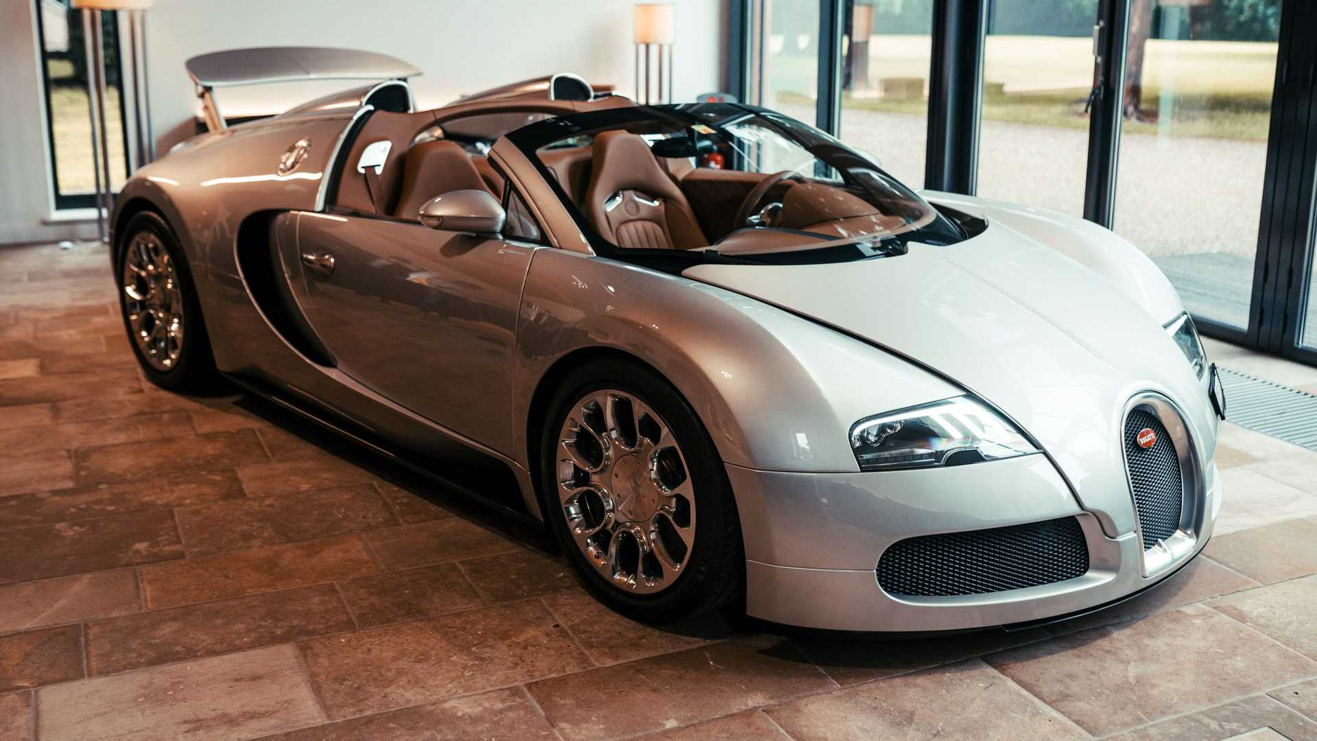 بوجاتي احتاجت إلى أربعة أشهر لاستعادة سيارة فيرون 2008 الخاصة