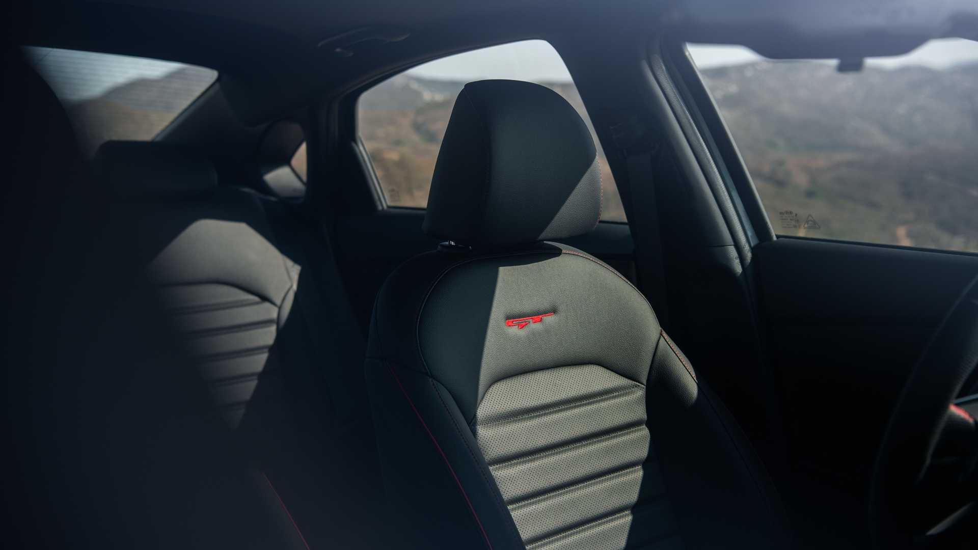 كيا تكشف عن سيارة فورتي 2022 بمظهر جديد وشاشات أكبر